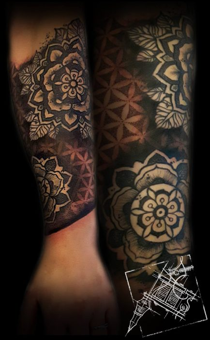 Blackwork Tattoo von Xavielle Mandalas