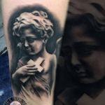 Black and Grey Tattoo von Xavielle Engel mit Kreuz