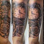 Black and Grey Tattoo von Xavielle Taschenuhr mit Rosen und Perlenkette
