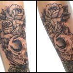 Black and Grey Tattoo von Xavielle Tierschädel mit Rosen