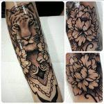 Black and Grey Tattoo von Xavielle Tiger und Blumen mit Mandala