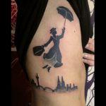 Blackwork Tattoo von Xavielle Mary Poppins über Köln