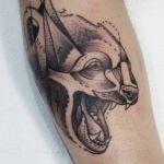Blackwork Tattoo von Xavielle Raubtierkopf
