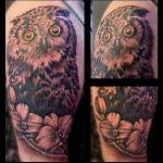 Coverup Tattoo von Xavielle Eule mit gelben Augen