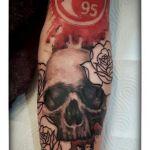 Fortuna Tattoo von Xavielle mit Skull und Rosen