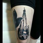 Halftone-Tattoo Kirchturm mit Taube 1