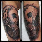 Karten und Würfel Tattoo von Xavielle realistisch black and grey