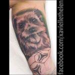 Realistisches Hundeportrait Tattoo von Xavielle Hund mit Ball