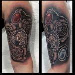 Rosen - Tattoo mit diamant und 2 Buchstabenanhängern