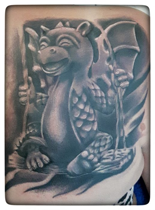 Black and Grey Tattoo von Xavielle Swinging Dragon